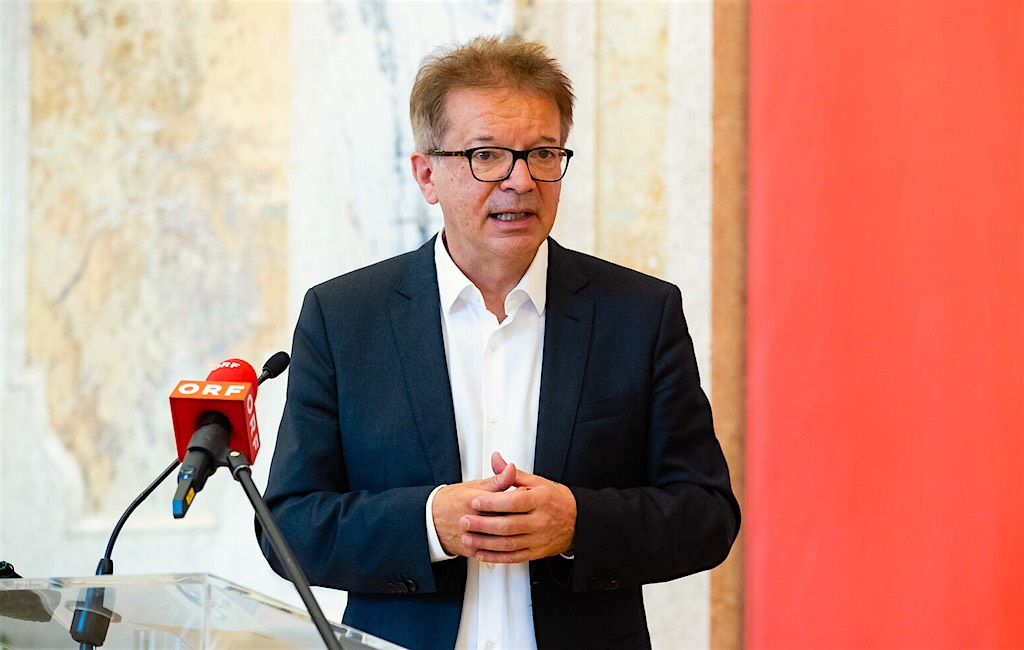 Geundheitsminister Rudi Anschober verhängt Landeverbot für 18 Corona-Virus-Risikoländer (Foto: © BKA, Christopher Dunker)