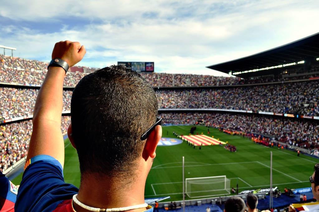 Fußballmeisterschaften bringen Massen von Fans in die Stadien und sorgen für volle Kassen (Foto: Pexels)