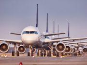 Ein transatlantisches Pilotprojekt soll dem internationalen Luftverkehr wieder Auftriehb verschaffen. Denn parkende Flugzeuge, wie derzeit in der Coronakrise, bescheren den Airlines enorme Verluste (Foto: Oliver Roesler, Lufthansa)