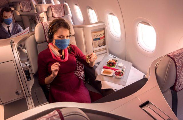 iAir Astana trotzt der Pandemie und hält den Flugplan aufrecht. Passagiere fliegen mit Mund-Nasen-Schutz und moderner HEPA-Luftfilter sorgen für saubere virenfreie Luft an Bord (Foto: Air Astana)