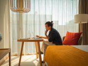 Geschäftsreisende können jetzt in neun Schweizer Hotels Bed 'n' Bureau buchen (Foto: Pascal Bloch, Schweiz Tourismus)