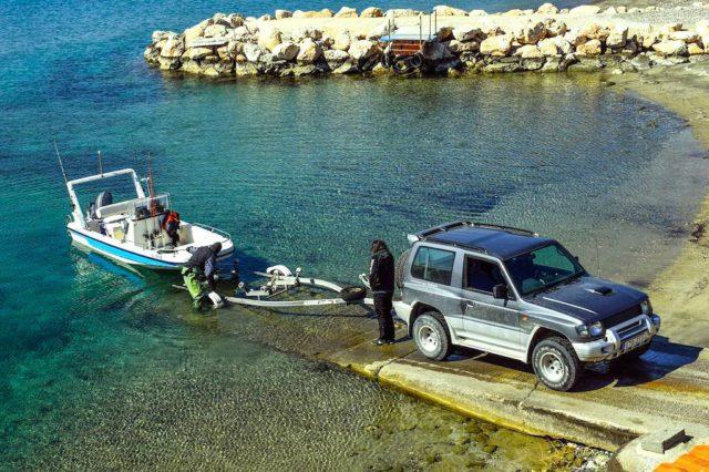 Ob Motorboot, Wohnwagen oder nur ein Anhänger zum Transport von Gütern – auf die richtige Anhängerkupplung und die sichere Verladung kommt es an (Foto: Pixabay)