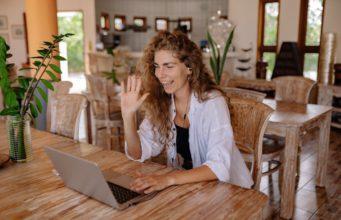 Im Business mit Amerikanern virtuell kommunizieren ist nicht einfach, kann aber gelernt werden (Foto: Yan/ Pexels)