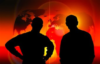 Eine dreifache Krise wurde durch die globale Corona-Virus-Pandemie ausgelöst (Foto: Gerd Altmann, Pixabay)