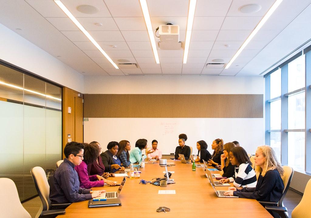 Nur informierte Mitarbeiter sind auch gute Mitarbeiter in einem Unternehmen (Foto: Christina Morillo, Pexels)