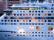 Ob man an Bord eines Kreuzfahrtschiffes Trinkgeld gibt oder nicht, bleibt jedem Passagier überlassen. So ist die Ansicht eines Gerichts nach einer Konsumentenklage (Foto: MustangJoe, Pixabay)