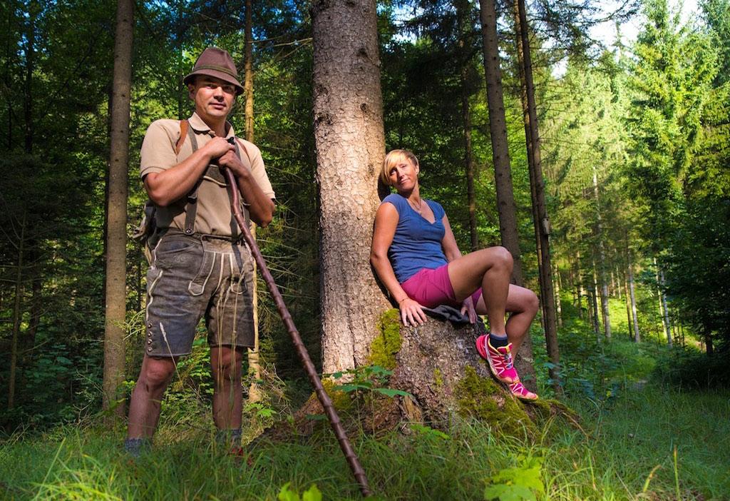 Wald.Coaches führen die Gäste durch die gesunde Wunderwelt des Waldes (Foto: Pangerl & Pangerl)