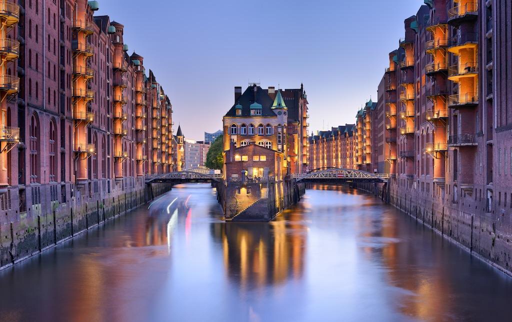 Die Hafenmetropole Hamburg mit ihrer Speicherstadt ist ein beliebtes Ziel von Cityhopper (Foto: Francesco Carovillano, DZT)
