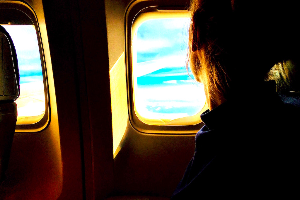 Wer nicht an Angst denkt, kann den Flug ohne Stress genießen (Foto: Tim Gouw, Pexels)