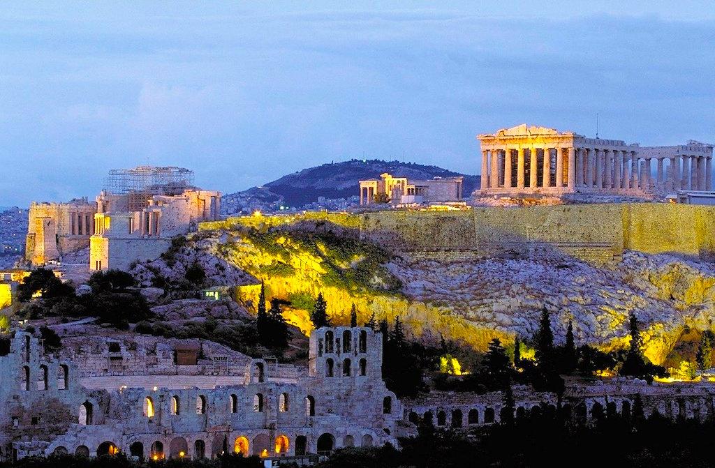 Architekturdenkmäler aus dem 5. Jahrhundert v. Chr. prägen das Bild der Innenstadt von Athen. Dazu zählen die Akropolis, eine Stadtfestung auf einem Tempelberg, mit antiken Gebäuden wie dem Parthenon-Säulentempel (Foto: Pixabay)
